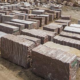 Гранитные блоки Анастасиевского месторождения